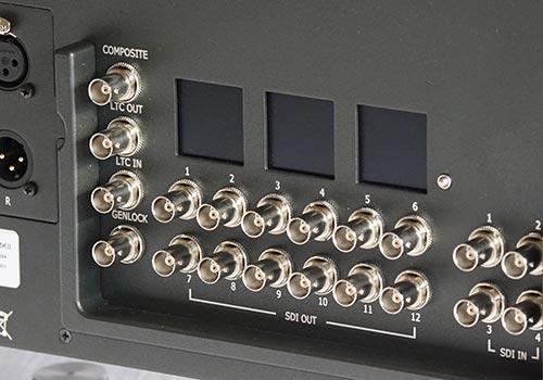 Connectors and mini-displays detail